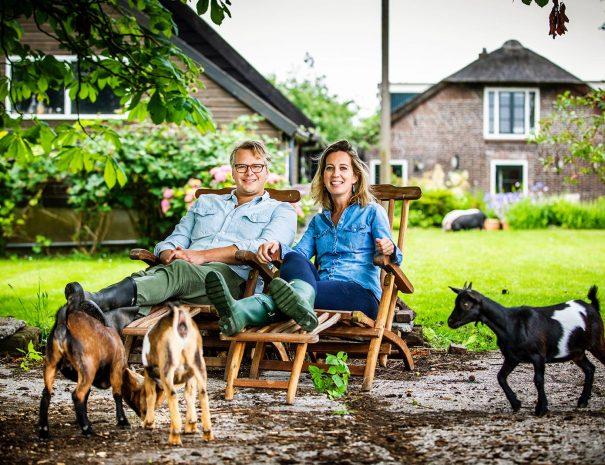 Lucas Albada Jelgersma and Marlous de Monchy achterin met de geiten